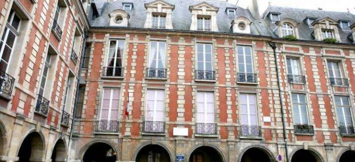 Légende  la façade de la maison de Victor Hugo df2d5ff1052