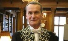 Andrei Makine dans son habit d'Académicien