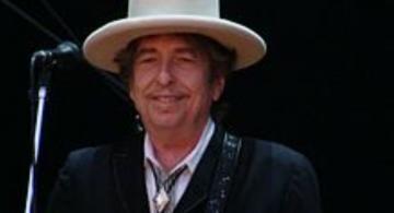 Bob Dylan en concert en 2010. Photo Wkipedia France.
